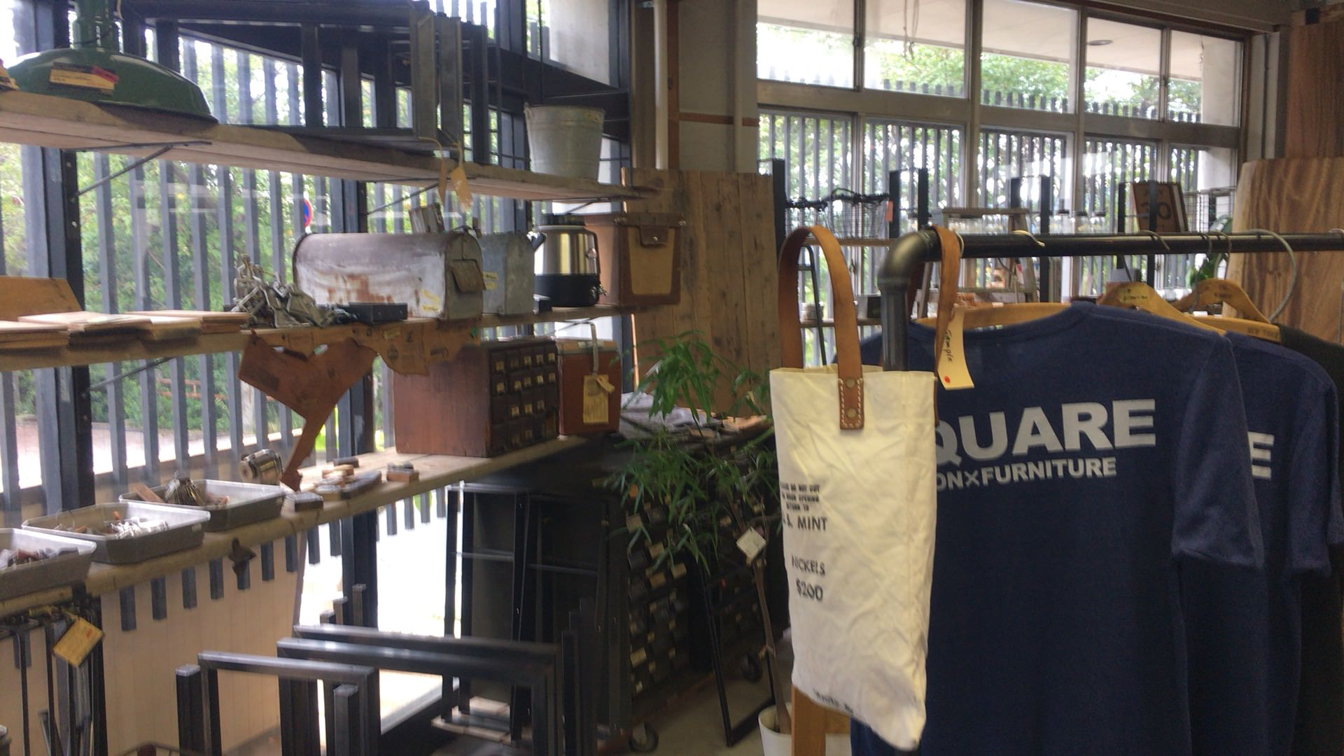 SQUARE FURNITURE+FACTORY+VINTAGE+CAFE 内観